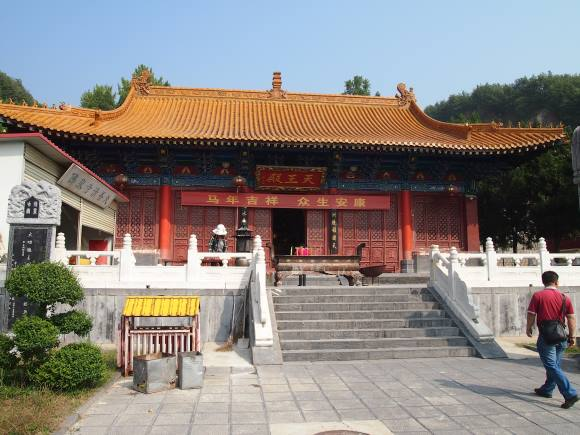 "Tianwang (""King of Heaven"") Palace, the first of two halls in the Foquan Temple"